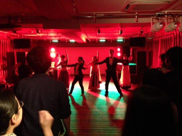 音部屋でのダンス発表会の様子
