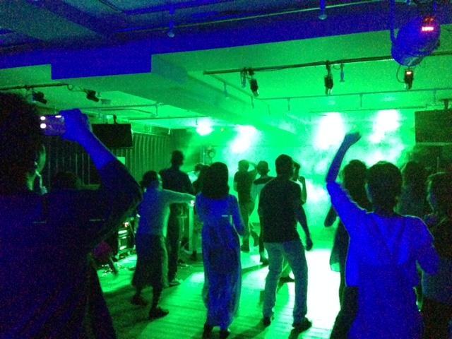 ダンスパーティー ホール
