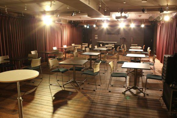 音部屋スクエアにあるテーブル16個
