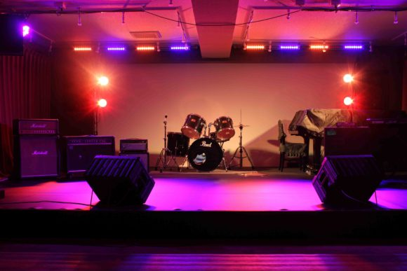 ステージ のある コンサート会場 、音部屋スクエア