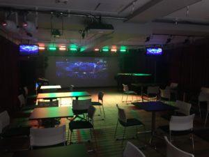 音部屋スクエアにある変化自在の照明