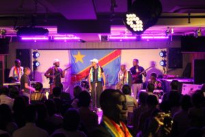 音部屋スクエアの コンゴ共和国 の演奏会の様子
